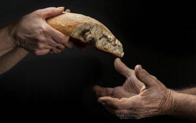 """""""Tiende tu mano al pobre"""". Mensaje del Papa para la IV Jornada Mundial por los pobres"""