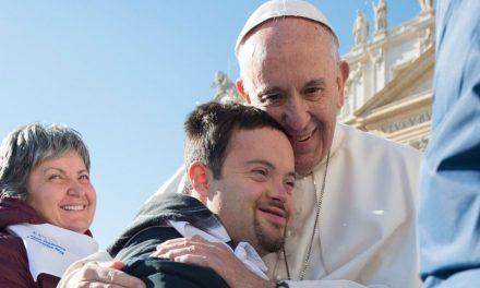 El Papa: la paz se construye cuidando de los más frágiles