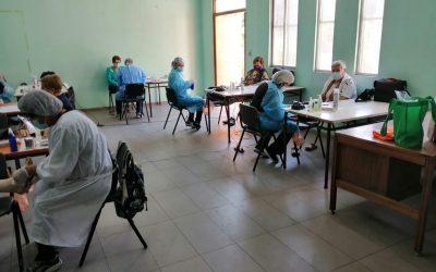 Alumnas del Centro P. Paul Becker brindan servicio a adultos mayores de Cerro Navia