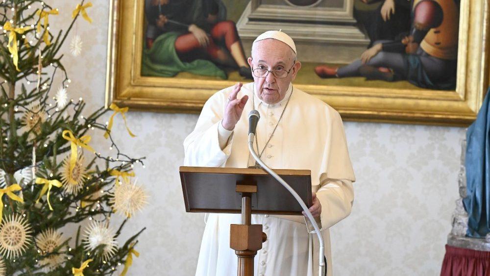 Ángelus: Los deseos del Papa para un 2021 solidario y de paz