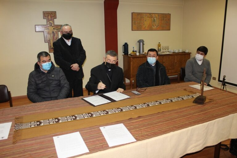 El obispo de Temuco crea  la Vicaría para la Pastoral Mapuche y Campesina Rural