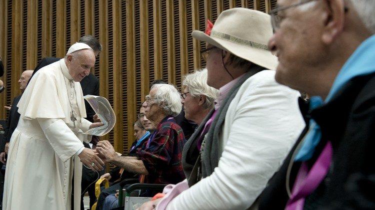 """Los mayores y los abuelos, el """"nosotros"""" que hace renacer la humanidad"""